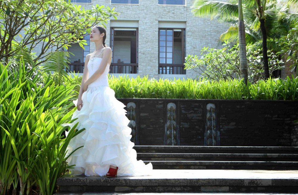 At Shangrila Boracay: Photography by Sara Black, creative direction and styling by Luis Espiritu Jr., makeup by Bobby Carlos, associate styling by Donna Gonzales Lim and Rudolph Leonor, modeled by Jo Ann Bitagcol for METRO WEDDINGS January 2013.